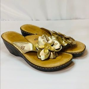 Born Gold Leather Sandals 9 M W